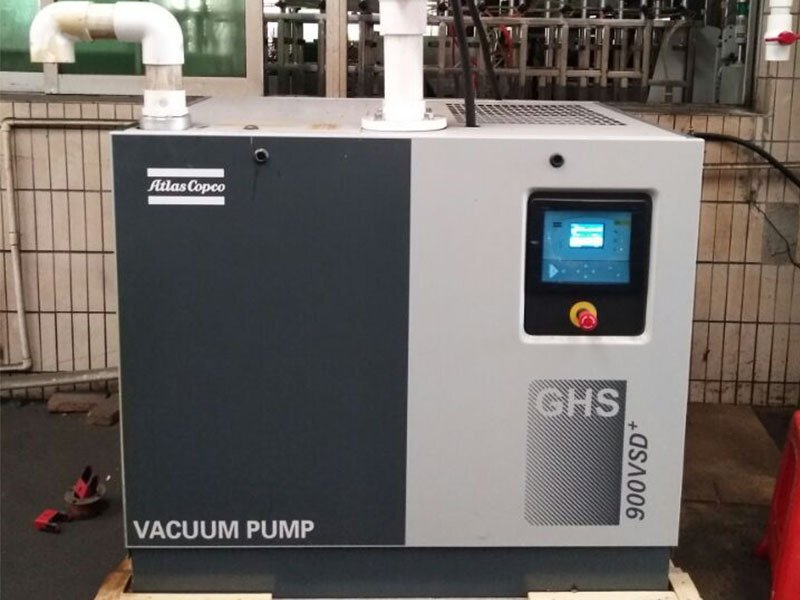 平板硫化机中央真空改造案例-变频油螺杆真空泵应用